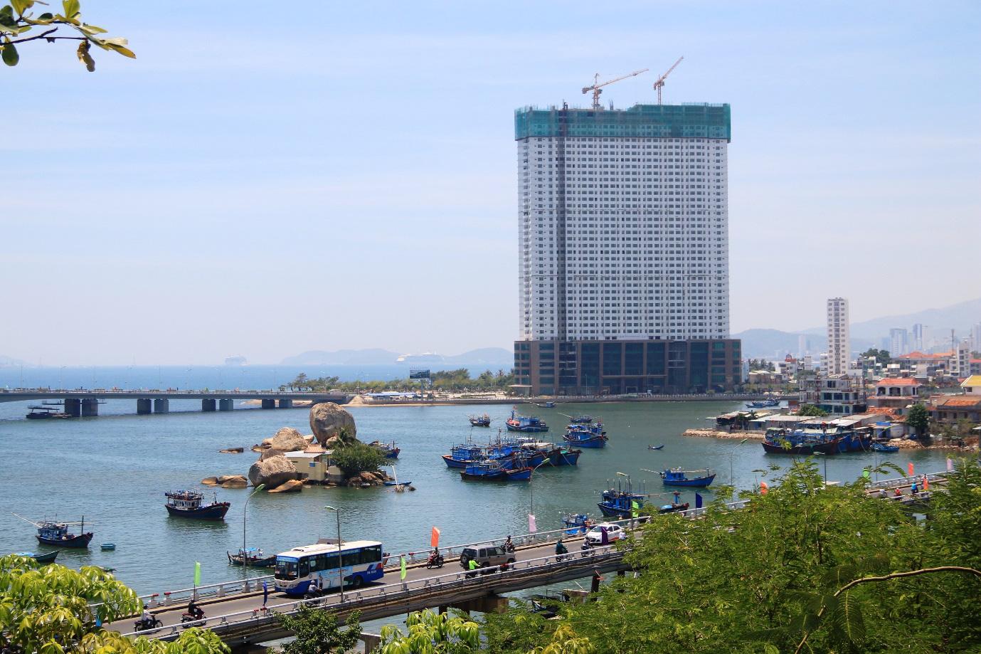 Khu vực bờ kè Nam sông Cái đang ghép nối với quy hoạch Khu dân cư dọc sông Cái để tạo diện mạo mới cho Nha Trang.